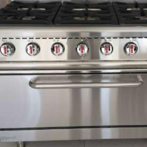 cocina a gas de seis fuegos
