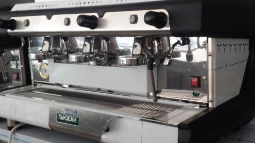 Cafetera profesional de tres grupos PULSE BFC DIADEMA. Maquinaria y mobiliario de hostelería