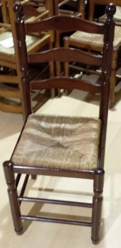 Silla de madera color nogal con base en enea segunda mano ...
