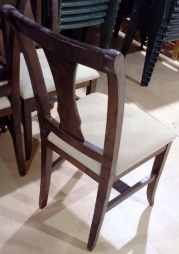 maquinaria y mobiliario de hostelera silla de madera de tapizado en crema de segunda mano maquinaria y mobiliario de hostelera