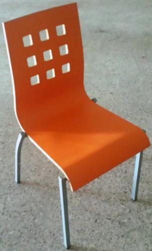 Lote 24 sillas y 6 taburetes carcasa madera chapado naranja segunda mano maquinaria hosteler a - Sillas restaurante segunda mano ...
