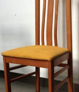 Silla para salón con tapizado de curpiel. Maquinaria y mobiliario de hostelería